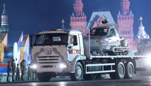 Армейский снегоход ТТМ 1901-40 на автомобиле КамАЗ на репетиции военного парада на Красной площади, посвященного 73-й годовщине Победы в Великой Отечественной войне