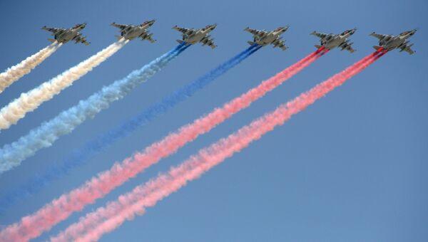 Штурмовики Су-25 БМ на репетиции воздушной части парада Победы в Москве