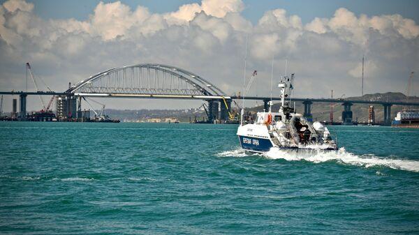 Патрульный катер береговой охраны Пограничной службы ФСБ России в Керченском проливе