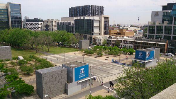 Университетская площадь в университете Мельбурна