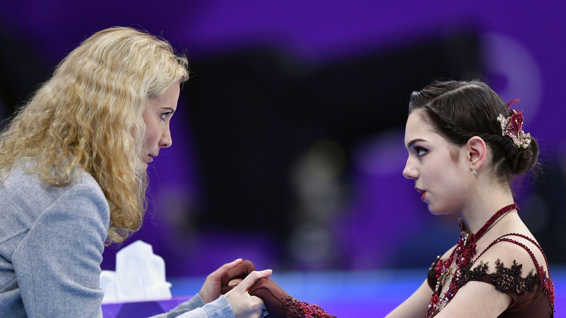 Этери Тутберидзе и фигуристка Евгения Медведева (справа) - РИА Новости, 1920, 16.09.2020