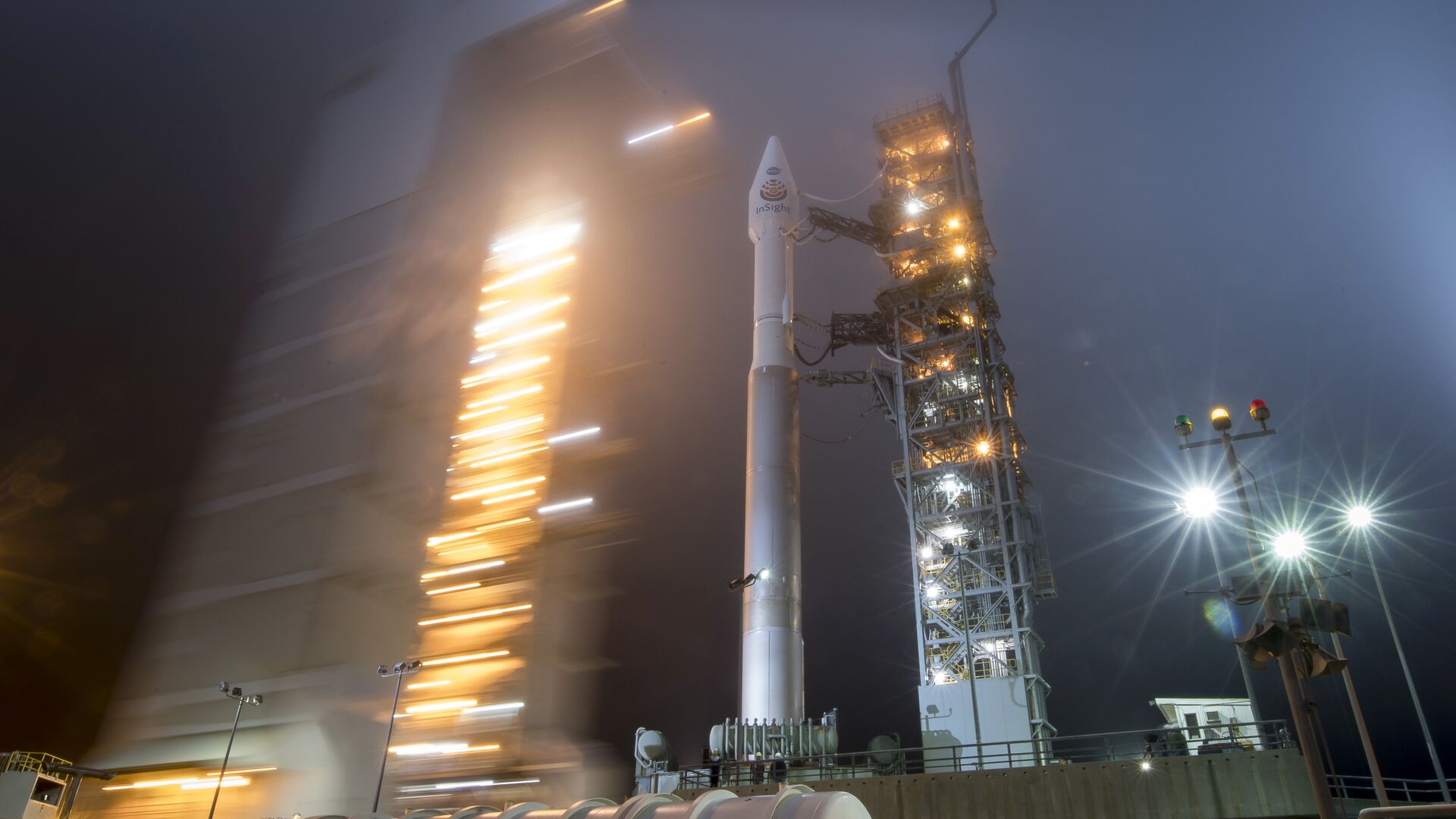 Ракета Atlas-V United Launch Alliance с космическим аппаратом NASA InSight на борту перед стартом - РИА Новости, 1920, 23.12.2020