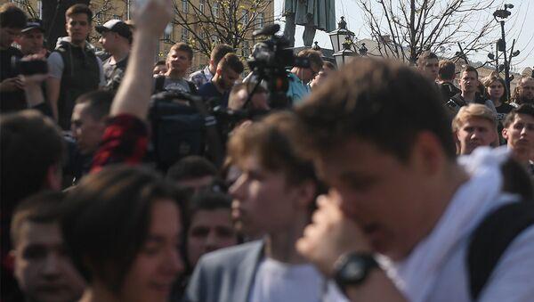Участники несанкционированной акции оппозиции на Пушкинской площади в Москве. Архивное фото