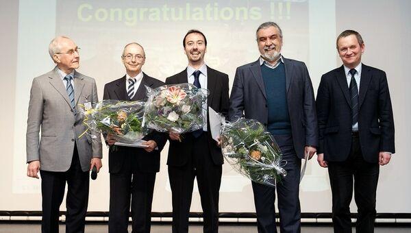 Евгений Салдин (второй слева) с коллегами на церемонии вручения премии Общества друзей Гельмгольц-центра, 2012 год, Берлин