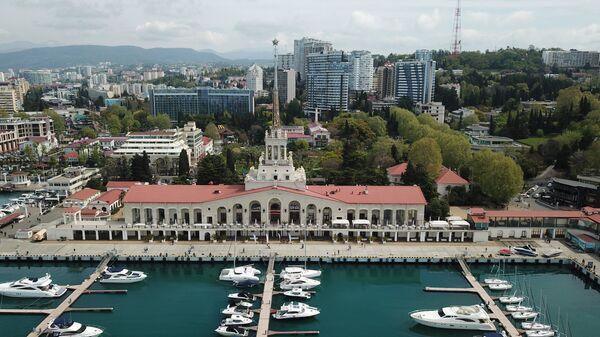 Вид на морской вокзал в Сочи