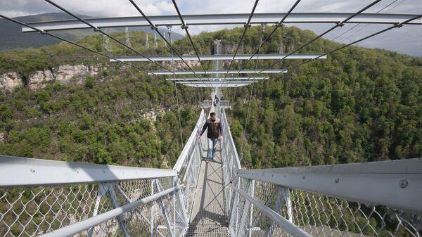 Подвесной пешеходный мост СкайБридж в Скайпарке Сочи