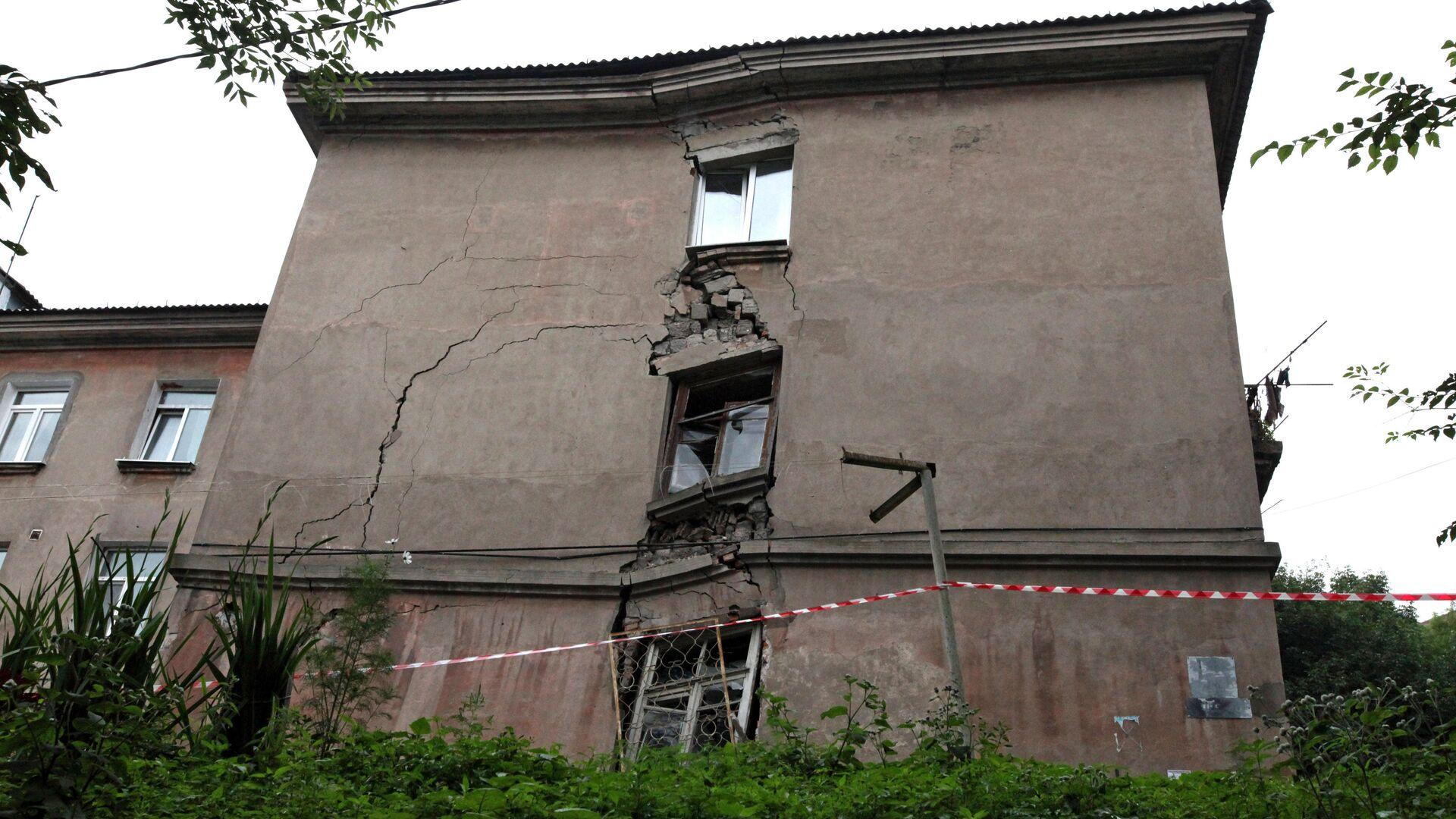 Аварийный жилой дом - РИА Новости, 1920, 17.09.2020