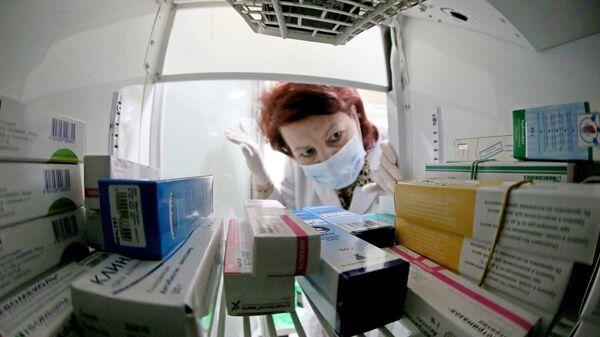 Лекарства в аптеке. Архивное фото