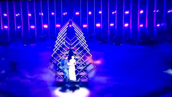 У британской участницы Евровидения отобрали микрофон на сцене