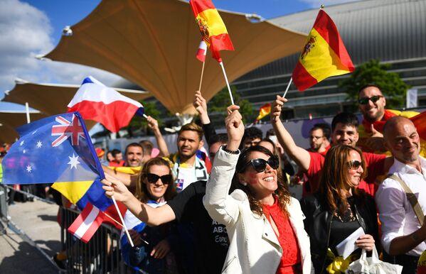 Зрители перед началом финала 63-го международного конкурса песни Евровидение - 2018 в Лиссабоне
