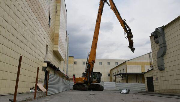 Снос здания ТЦ Зимняя вишня в Кемерово. Архивное фото
