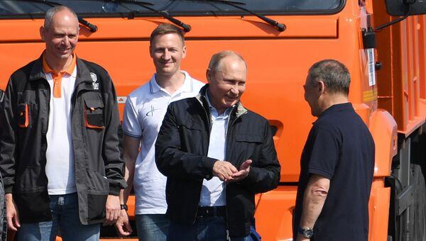 Президент РФ Владимир Путин и председатель совета директоров ООО Стройгазмонтаж Аркадий Ротенберг во время открытия Крымского моста. 15 мая 2018