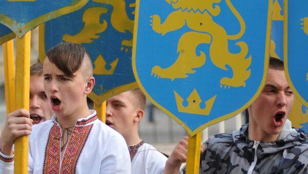 Участники марша в честь годовщины создания дивизии СС Галичина во Львове. Архивное фото