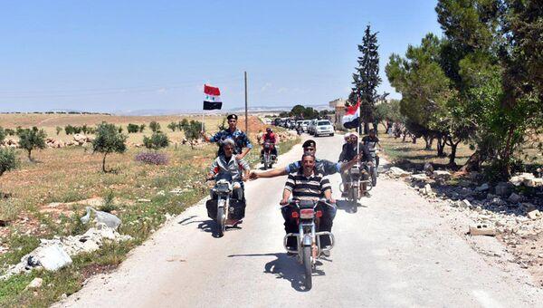 Сирийские военные в освобожденном от боевиков населенном пункте в провинции Хомс. Архивное фото