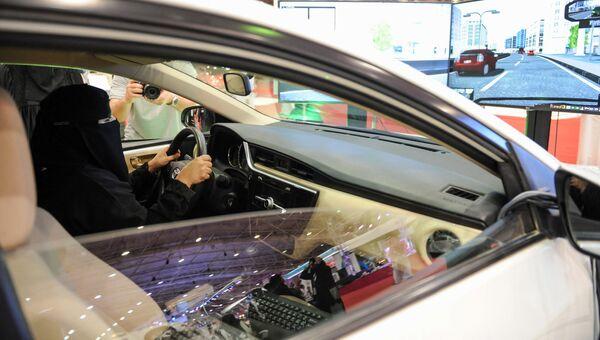 Выставка автомобилей для женщин в столице Саудовской Аравии Эр-Рияде. 13 мая 2018