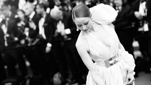 Модель Барбара Майер на красной дорожке церемонии открытия 71-го Каннского международного кинофестиваля