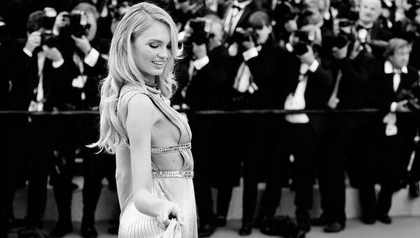 Модель Роми Стрейд на красной дорожке церемонии открытия 71-го Каннского международного кинофестиваля
