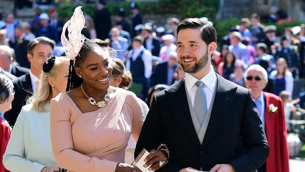 Американская теннисистка Серена Уильямс и ее муж Алексис Оганян прибывают на свадьбу принца Гарри и актрисы  Меган Маркл в часовню Святого Георгия в Виндзоре. 19 мая 2018