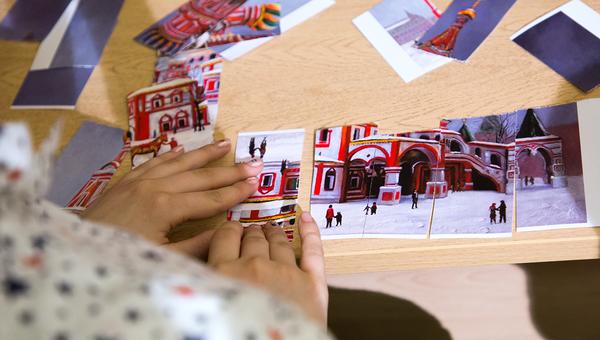Одно из заданий волонтеров - собрать мозаику из картин