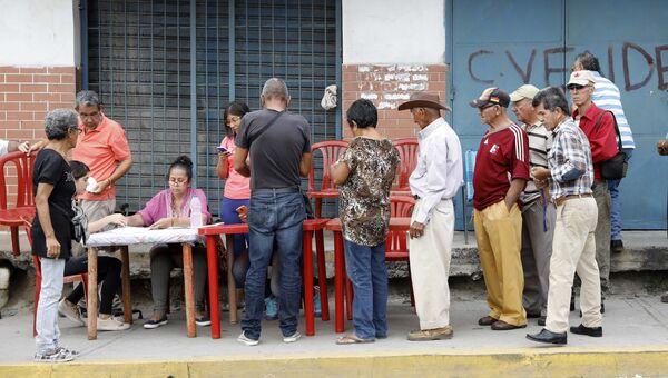 Венесуэльские граждане регистрируются на президентских выборах. 20 мая 2018