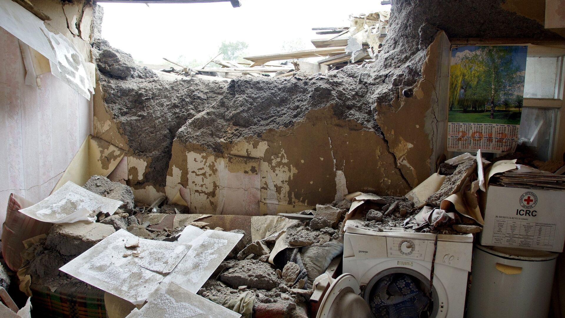 Последствия обстрела в Луганской области - РИА Новости, 1920, 07.05.2021