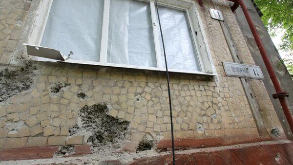 Жилой дом, пострадавший в результате обстрела, в поселке Горловка Донецкой области. 21 мая 2018