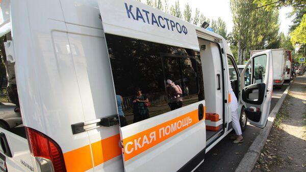 Автомобиль скорой помощи на одной из улиц в Донецке. Архивное фото