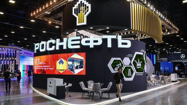 Павильон компании Роснефть в конгрессно-выставочном центре Экспофорум накануне открытия Санкт-Петербургского международного экономического форума