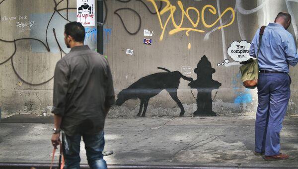 Граффити британского художника Бэнкси на стене в Нью-Йорке
