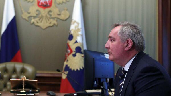 Дмитрий Рогозин во время встречи с президентом РФ Владимиром Путиным на полях Петербургского международного экономического форума. 24 мая 2018
