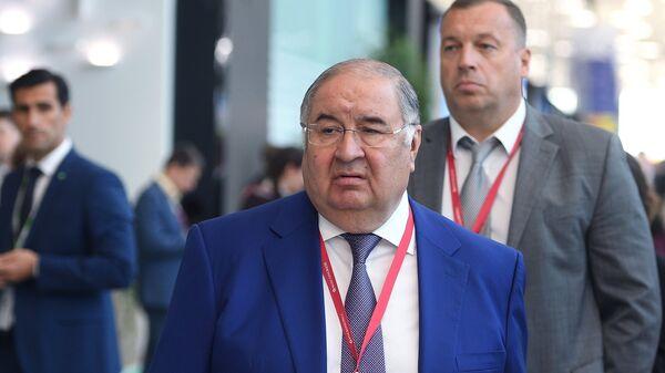 Бизнесмен, основатель USM Holdings Алишер Усманов на Петербургском международном экономическом форуме. 25 мая 2018