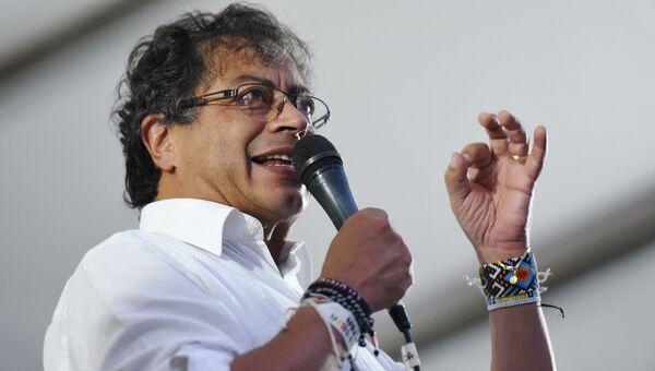 Кандидат в президенты Колумбии Густаво Петро выступает перед сторонниками во время предвыборного митинга в Кали, Колумбия. 19 мая 2018