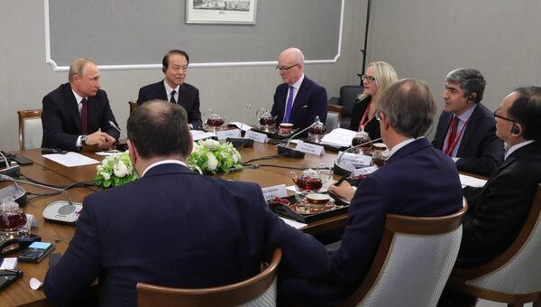 Президент РФ Владимир Путин во время встречи с руководителями и главными редакторами мировых информационных агентств