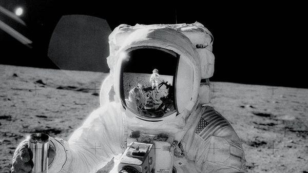 Американский астронавт Алан Бин во время высадки на Луну. 20 ноября 1969