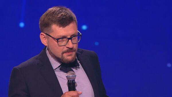 Заместитель главного редактора агентства Сергей Кочетков вручил призы участникам шоу Ты супер