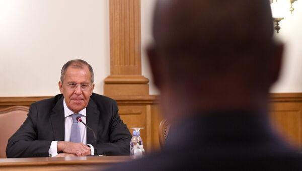 МИД РФ Сергей Лавров и МИД Мозамбика Жозе Пашеку во время встречи в Москве. 28 мая 2018