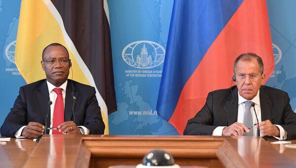 МИД РФ Сергей Лавров и министр иностранных дел Мозамбика Жозе Пашеку во время встречи в Москве. 28 мая 2018