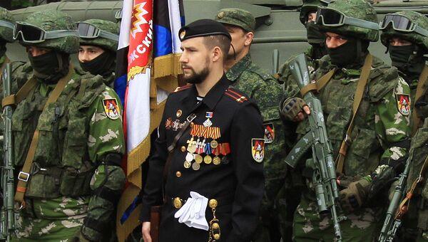 Командир подразделения ополчения самопровозглашенной Донецкой народной республики Спарта Владимир Жога с сослуживцами. Архивное фото