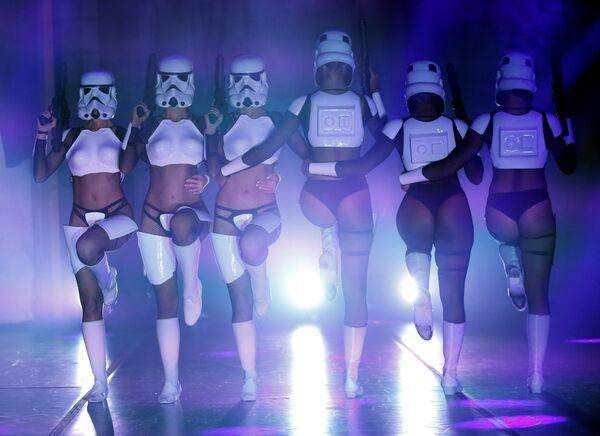 Бурлеск шоу по Звездным войнам
