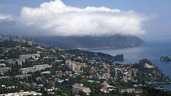 Облако на вершине горы Аю-Даг в Крыму. Архивное фото