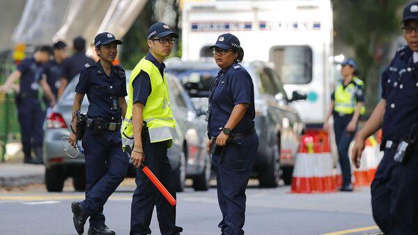 Полицейские на улице Сингапура