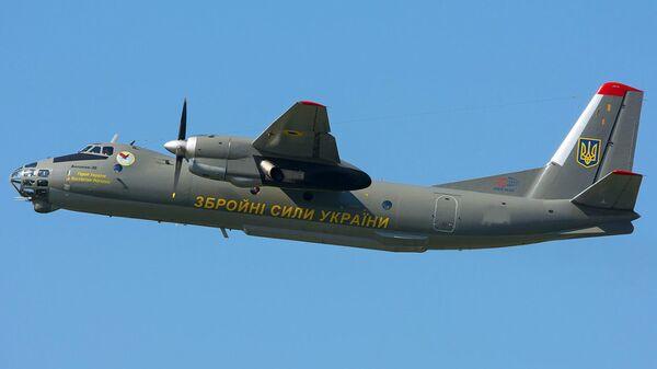 Военно-транспортный самолет Ан-26 вооруженных сил Украины. Архивное фото