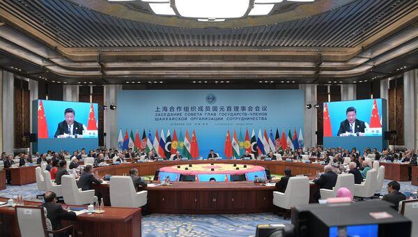 Президент РФ В. Путин на саммите ШОС в Китае. День второй