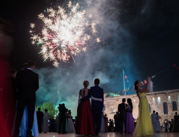 Салют во время V Большого благотворительного офицерского бала на Площади Михайловской береговой батареи в Севастополе. 11 июня 2018