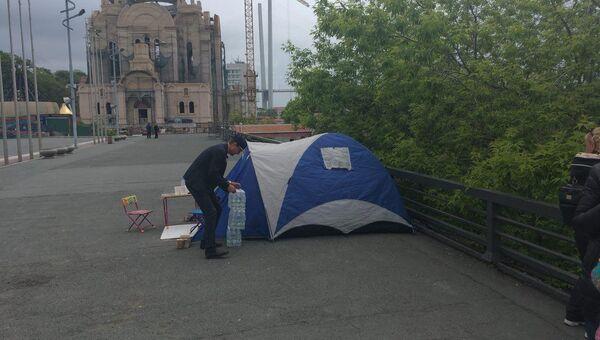 Палатки бастующих на центральной площади Владивостока