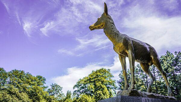 Скульптура оленя на территории Крымского природного заповедника