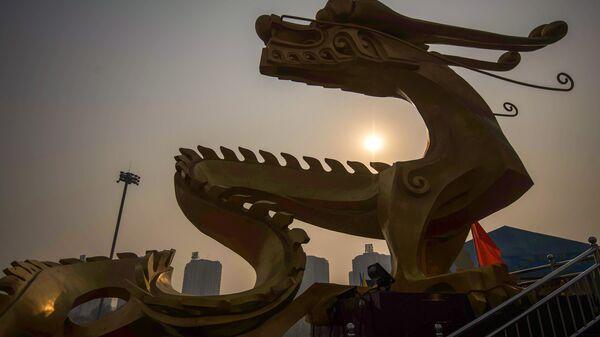 Скульптура дракона в Пекине