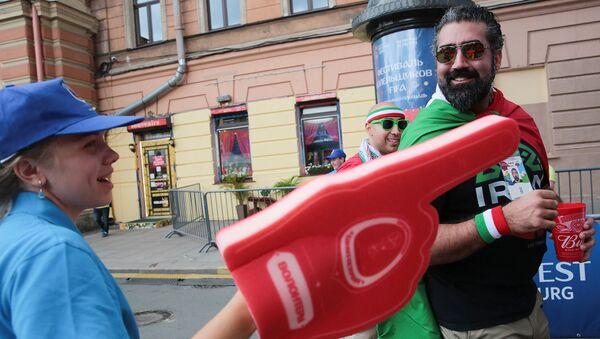 Путеводные звезды для болельщиков: Как работают волонтеры Санкт-Петербурга