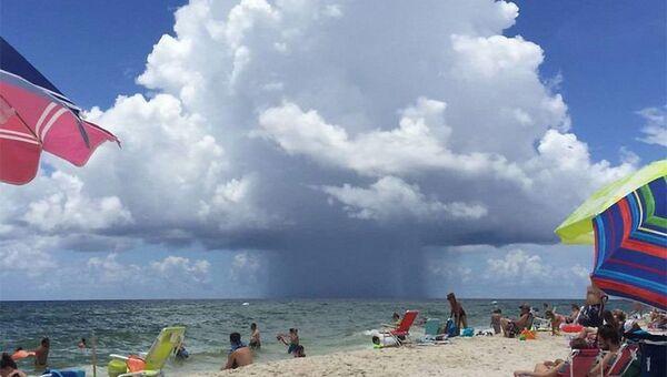 Симметричное облако формы гриба