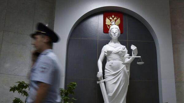 Статуя богини правосудия Фемиды в здании суда